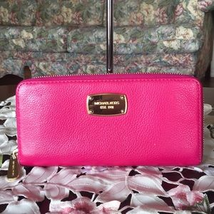 Michael kors pebbled leather zip around wallet